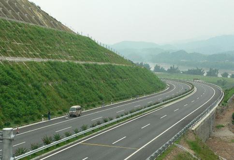 河龙高速边坡修复